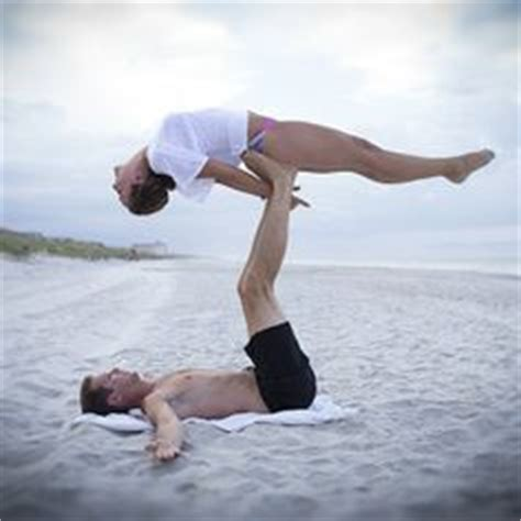 boat pose crunches on box workout en pareja on pinterest fit couples fitness