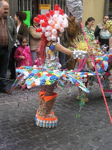 disfraz de pavo con material reciclable alma latina impulsa la creatividad reciclada elblogverde com