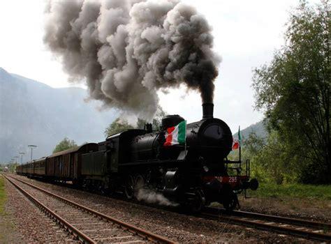 la carrozza matta con il treno a vapore in valsugana di alessandro pino