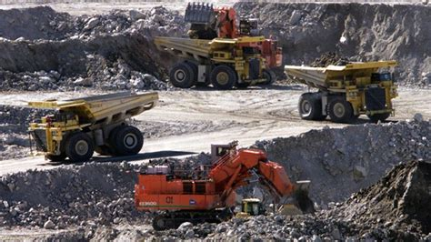 northwest territory pit diavik mine in n w t to lay some workers
