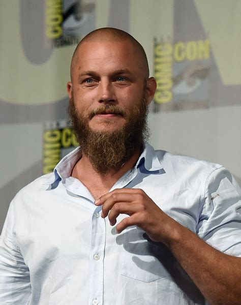 what is going on with travis fimmels hair in vikings travis fimmel photos photos vikings at comic con
