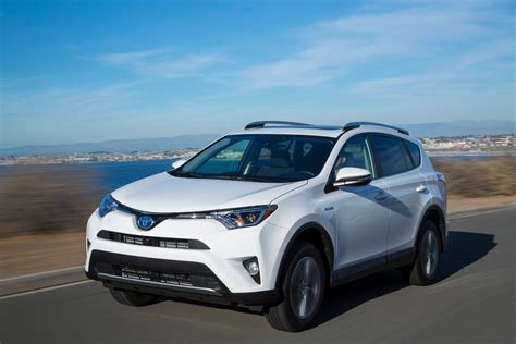 rav4 toyota rav4 vs cr v 6 reasons to go toyota and 6 more to get