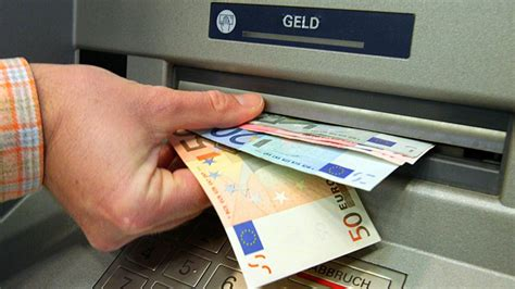 dab bank geld abheben hackermethoden gangster knacken geldautomat per usb stick