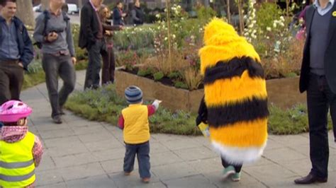 11 Ways To Attract Delicious by News Southbank Goes To Attract Declining Bees