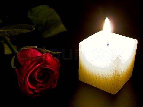 candele rosse kerze und rote in der nacht stockfoto colourbox