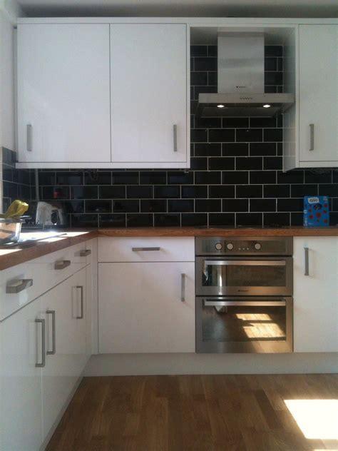 White Kitchen Oak Worktop Grey Tiles   Kitchen Appliances