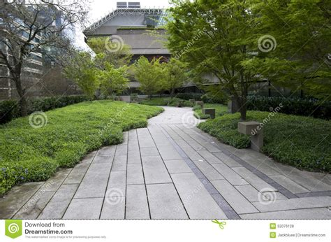 jardin vert d immeuble de bureaux photo stock image