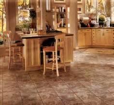 kitchen flooring ideas with oak cabinets 1000 images about kitchens with oak cabinets on