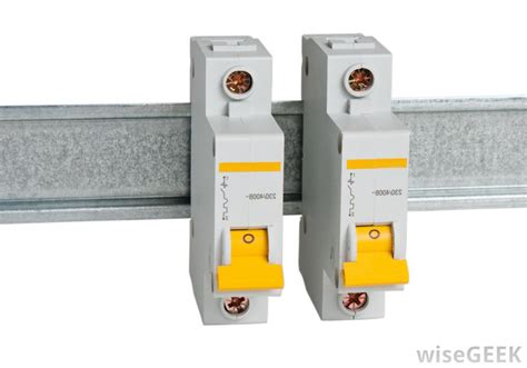 electrical circuit breaker what is a circuit breaker with pictures