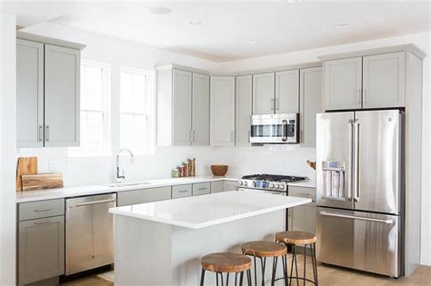 light grey cabinets in kitchen light grey shaker kitchen cabinets with white quartz