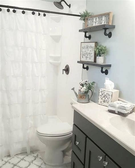 farmhouse bathroom ideas gorgeous farmhouse master bathroom decorating ideas 41