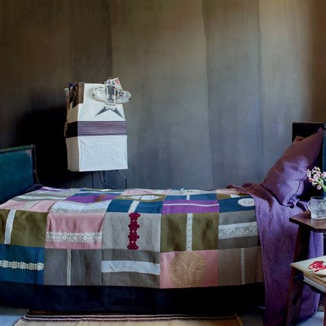 dessus de lit patchwork et dentelle