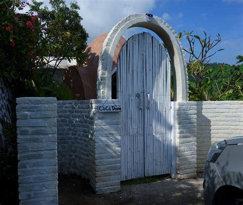 Dome Untuk rumah hobbit ada di mentigi bay dome villa lombok