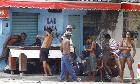 Home Bar Area by Prefeitura Retira Usu 225 Rios De Drogas Da Cracol 226 Ndia Do