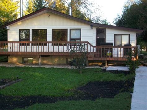 Lakefront Cottages For Sale Manitoba by Lakefront Cottage In Manitoba Homes And Apartments In