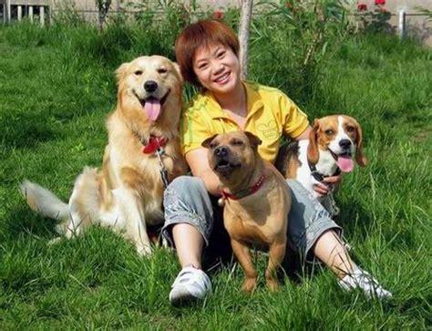 人与狗爱图极其不卫生的 狗见人逼有什么反应