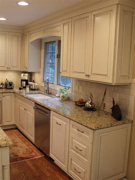 cream kitchen cabinets with chocolate glaze cream kitchen cabinets with cocoa glaze nvg granite white