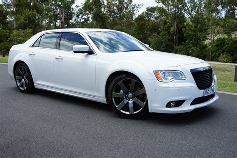chrysler 300 srt8 pictures 2013 chrysler 300 srt8 photos brown hairs