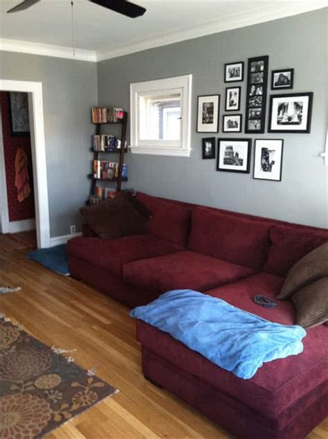 which rug to go with burgundy burgundy living rooms and room