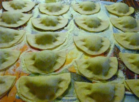 salsiccia mantovana ravioli senza uova con salsiccia mantovana al vino rosso
