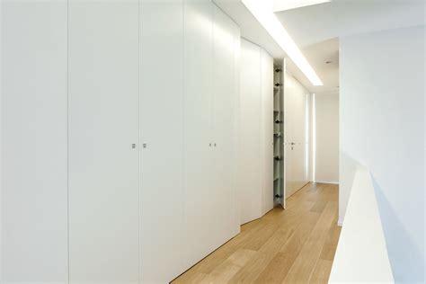 armadio incassato armadio in legno minimal incassato su misura con porte