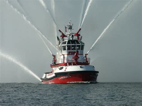 fireboat on fire fireboat photos top 10 fire boat photos gcaptain
