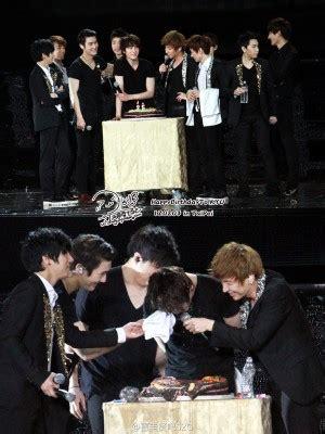 Gantungan Kunci Kaleng Kpop Junior Member Yesung junior kyuhyun merayakan ulang tahun bersama para penggemar di taiwan