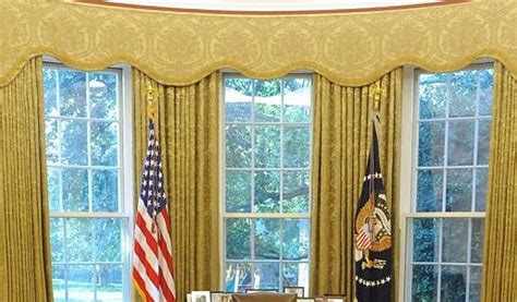 oval office   desk zoombackgrounds