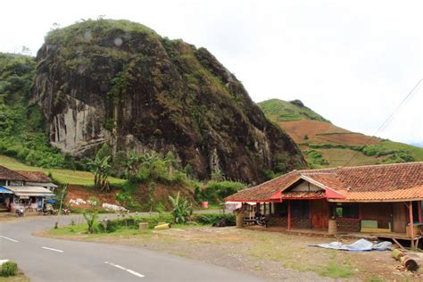 Batu Panca Warna Garut 1 panoramio photo of gunung batu pameungpeuk garut