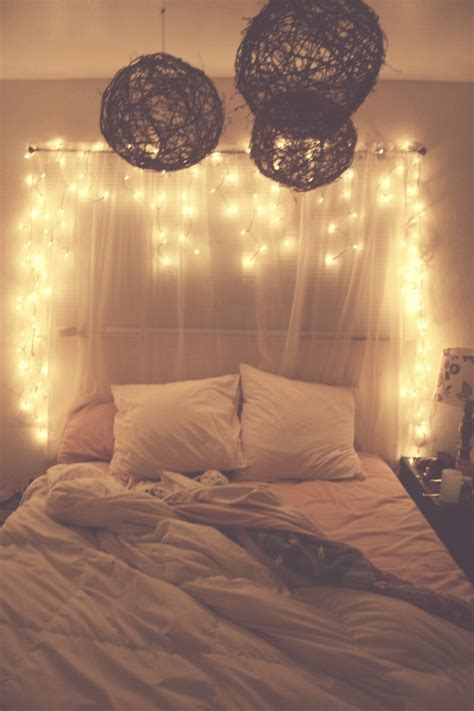 45 Ideas To Hang Christmas Lights In A Bedroom Shelterness Lights Bed