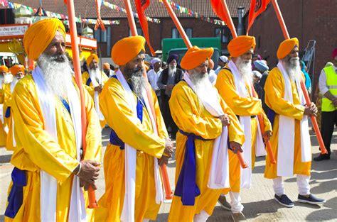 file panj pyare leading a procession jpg wikimedia commons