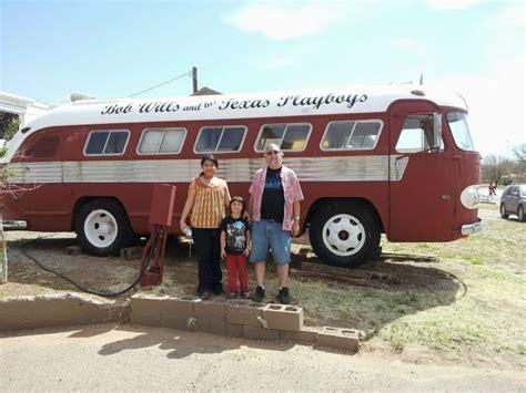 images   buses  pinterest willie nelson miranda lambert   bobs