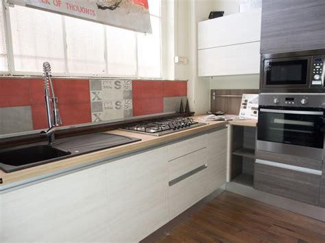 cucine moderne ad angolo prezzi cucina moderna angolare essenza grigia e white con colonne