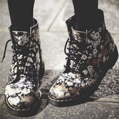 dr martens con fiori 1000 ideas about dr martens boots on doc