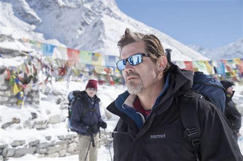 film everest di xxi josh brolin wears revo sunglasses in everest fashion