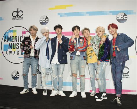 bts american music awards special look bts poses in american music awards press room
