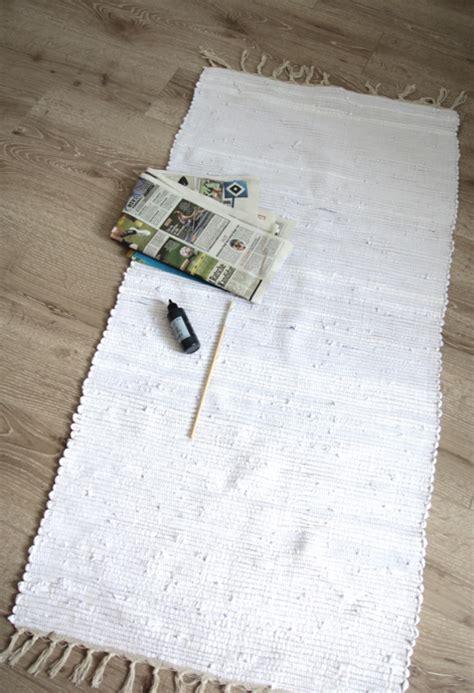 Teppich Läufer Design by Teppich Mit Textilfarbe Bemalen Design Dots