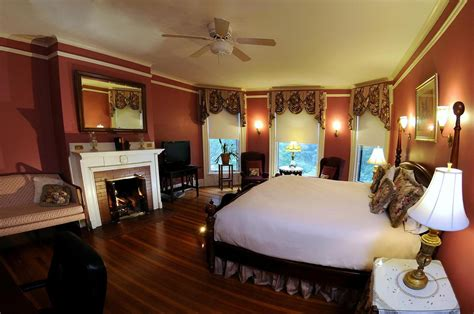 hotels with fireplace in room cozy midwest winter hotels with fireplaces in every room