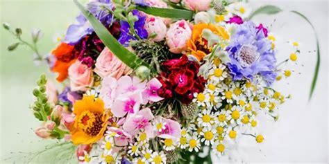 fiori di sposa bouquet colorato il bouquet da sposa perfetto per un