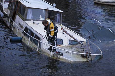 bootje op zonne energie twee bootjes gezonken in het spaarne 187 112haarlem nl