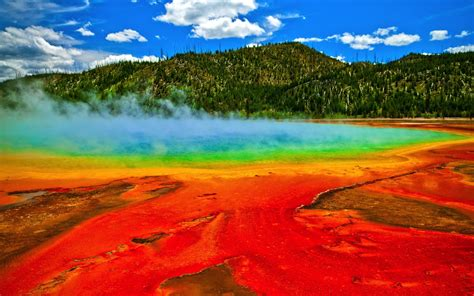 free wallpaper yellowstone national park spectacular hd wallpaper geysers yellowstone national park