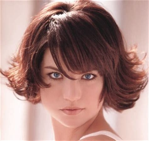 flip up layered hair cut for short hair short layered hair style with bangs flip on tips brunette