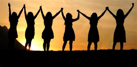imagenes de personas unidas orando emisora cristiana online