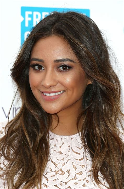 shay mitchell 2014 hair shay mitchell on red carpet we day uk march 2014