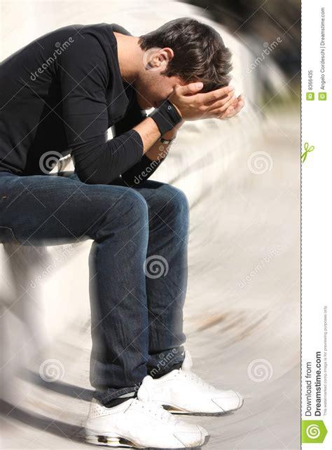 senso di confusione alla testa anni dell adolescenza disperati e tristi di problemi