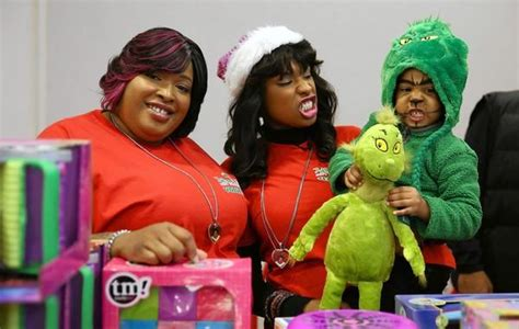 Jennifer Hudson Toy Giveaway - jennifer hudson and sister put together south side toy drive tribunedigital