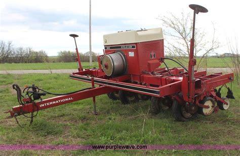 international cyclo air 800 planter no reserve auction