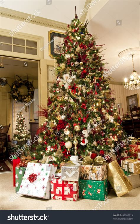 a nicely decorated christmas tree with presents in a