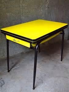 vintage bazar table cuisine formica jaune 201 e 60