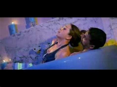 sex in bathroom vedios karishma and akshay in bath tub youtube